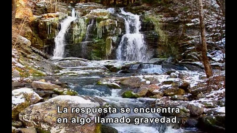 Gentle waterfall. Spanish captions.
