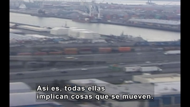 Blurry photo of a city. Spanish captions.
