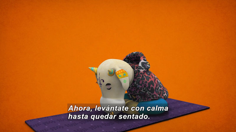 Still image from Ooommm Mmmooo Yoga For Children: Superstar Aisha--Recharges (Spanish)
