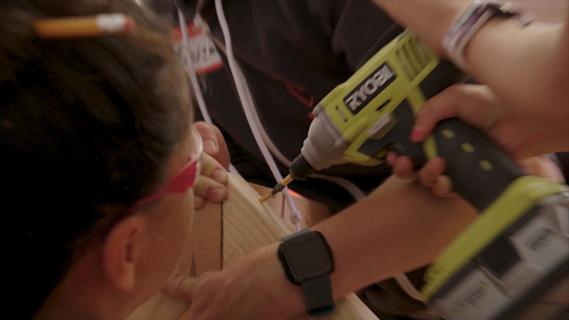 Still image from Mission Unstoppable With Miranda Cosgrove: Tools, Teeth, and Tusks