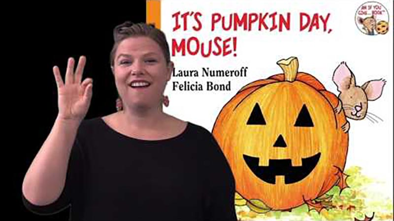 Still image from: It's Pumpkin Day, Mouse!