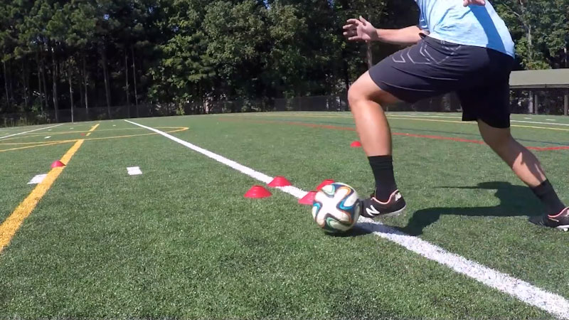 Still image from: 5 Essential 1v1 Skill Moves: Beat Your Defender