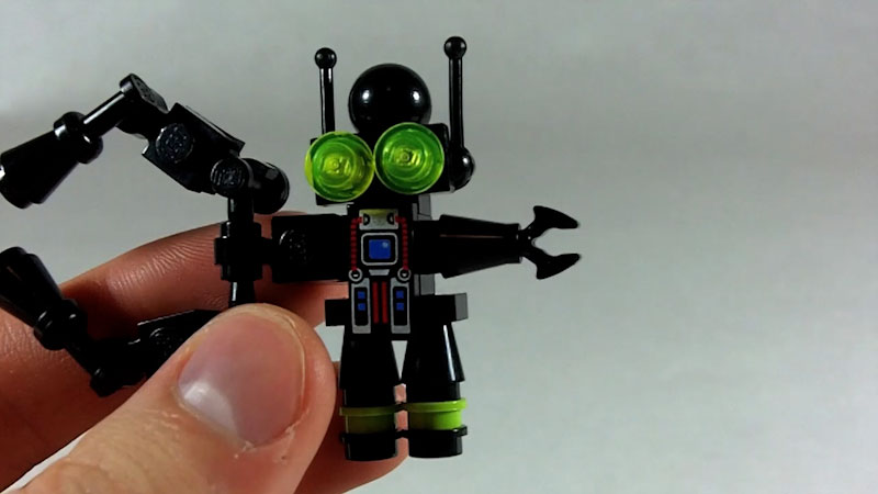 Still image from: How to Build LEGO Big Arm Pinchbot