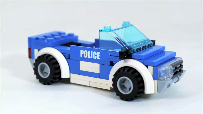 Still image from: How to Build LEGO Police Car