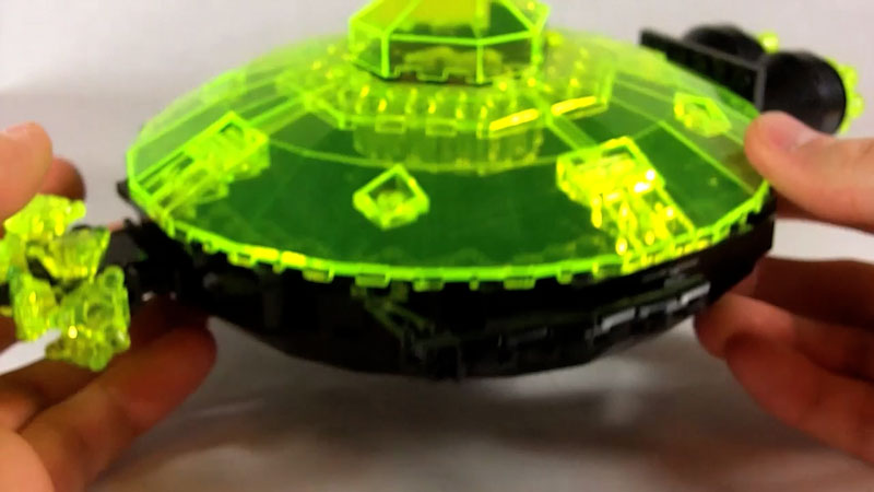Still image from: How to Build LEGO Pinchbot Mothership