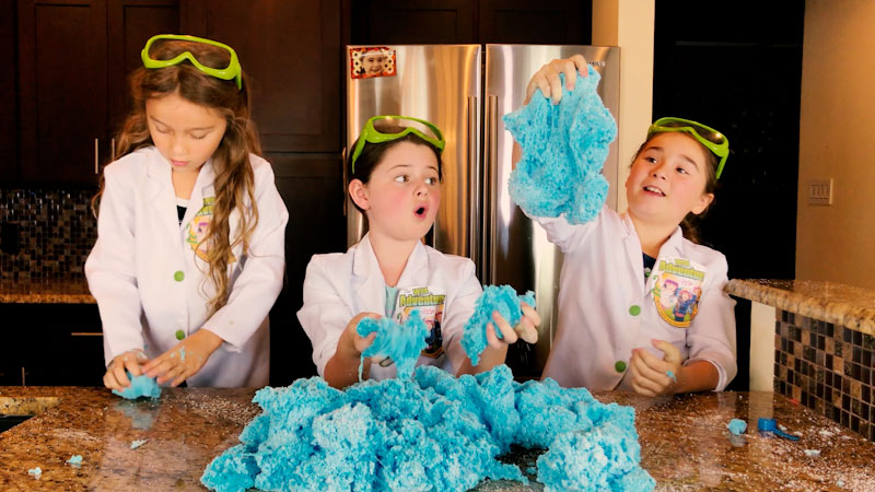 Still image from: Giant Cloud Slime! How to Make Giant Cloud Slime!