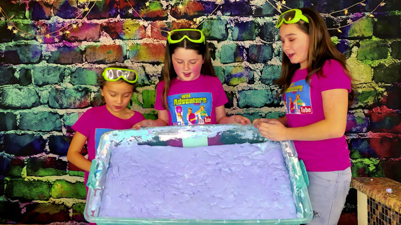 Still image from: How to Make the Biggest Fluffy Slime!