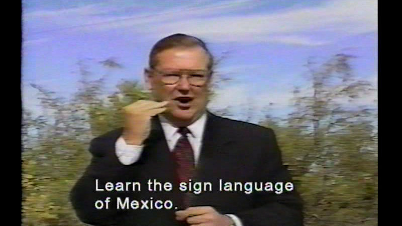 Still image from Mexican Sign Language (Spanish)