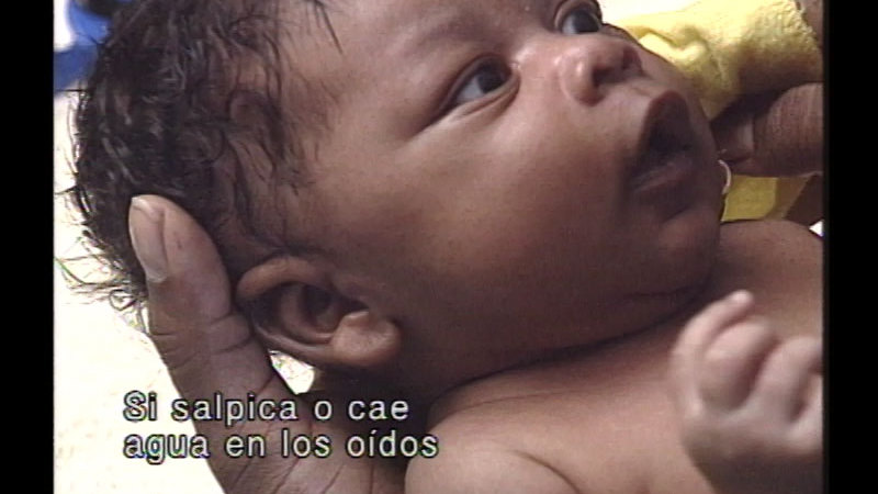 Still image from The Baby Care Workshop: Bath Time (Spanish)