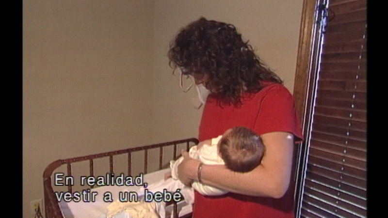 Still image from: The Baby Care Workshop: Sibling Preparation (Spanish)