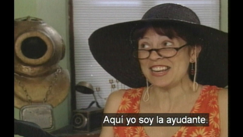 Still image from: Luis' Shop: The New Assistant (Spanish)