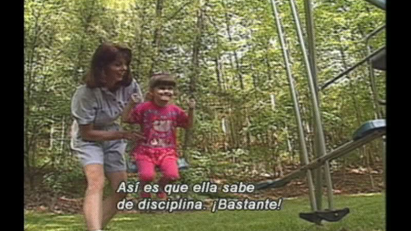 Still image from: Successful Parenting:  Discipline Makes the Difference (Spanish)