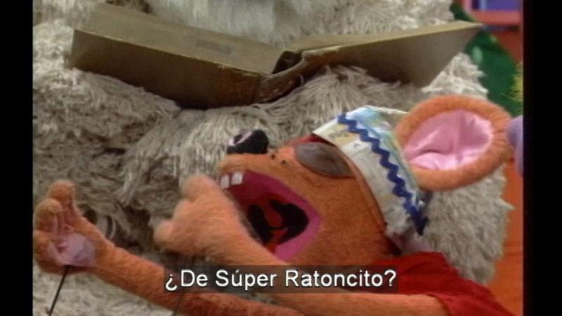 Still image from: Salsa 27: Super Armadillo (Spanish)