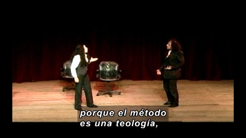 Still image from: Vox Populi-Method (Spanish)