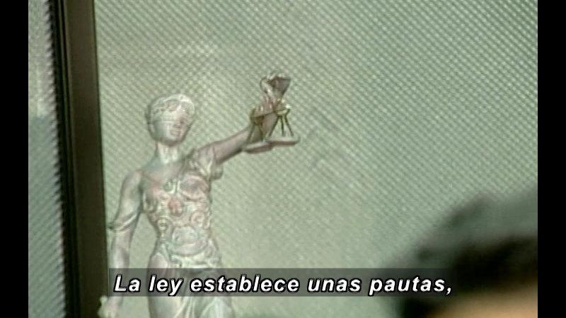 Still image from Vox Populi-Justice (Spanish)