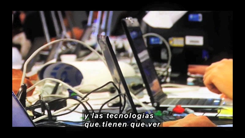 Still image from Science and Technology--Telecommuting (Spanish)