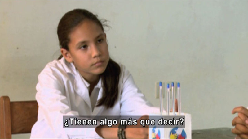 Still image from S.O.S. Interveners: Discussions (Spanish)