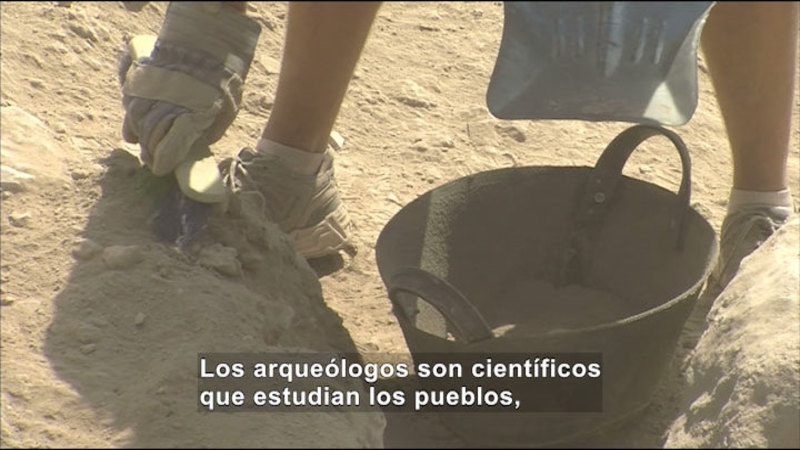 Still image from Social Studies Video Vocab: Archeology (Spanish)