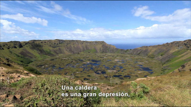Still image from Science Video Vocab: Ngornogoro Crater (Spanish)
