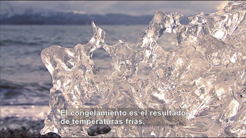 Still image from Science Video Vocab: Freeze (Spanish)