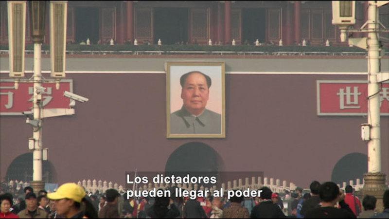 Still image from: Social Studies Video Vocab: Dictatorship (Spanish)