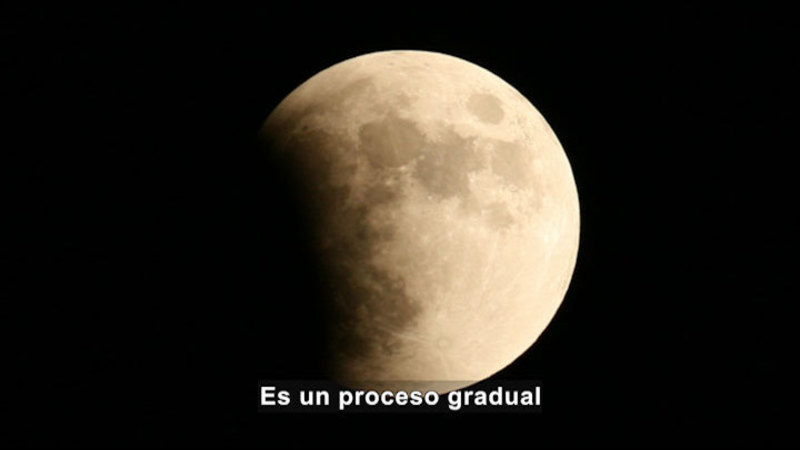 Still image from Science Video Vocab: Lunar Eclipse (Spanish)