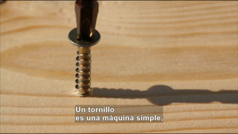 Still image from Science Video Vocab: Screw (Spanish)