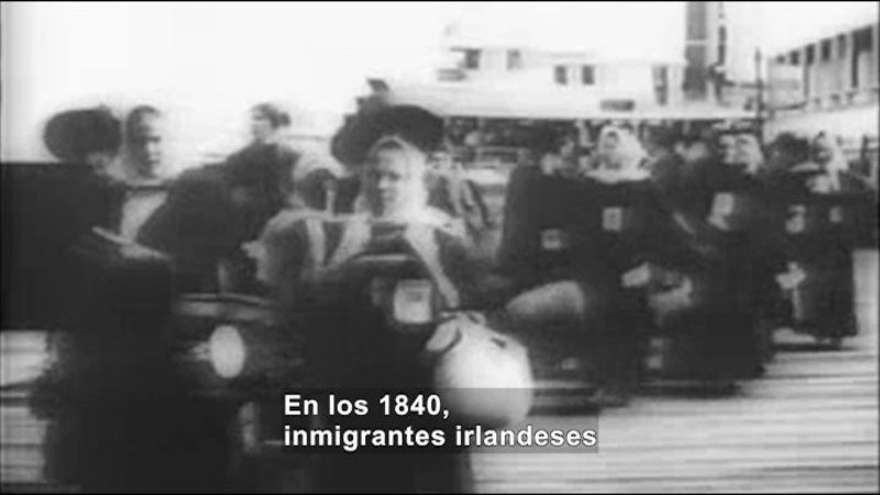 Still image from Social Studies Video Vocab: Immigrant (Spanish)