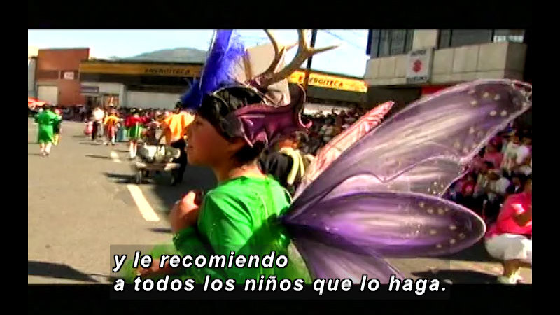 Still image from: Colombia Express: Carnival Of Blacks and Whites (Spanish)
