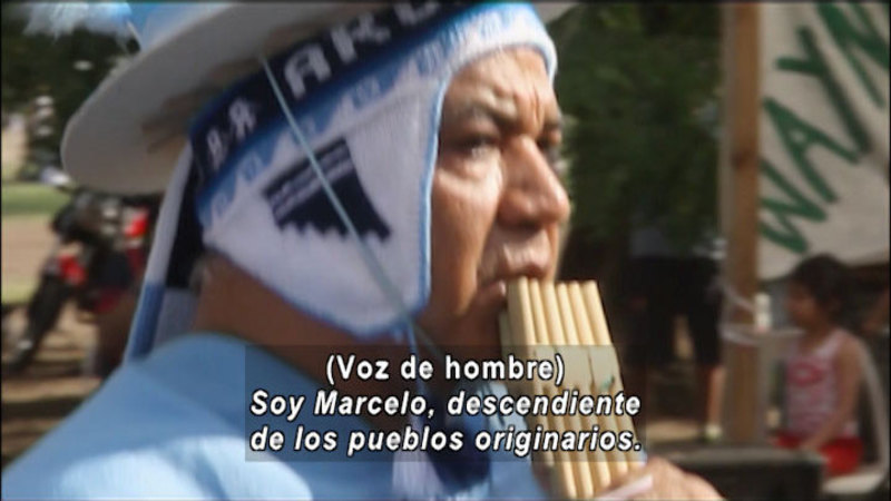 Still image from Don't Let Prejudices Talk For You: Native People (Spanish)
