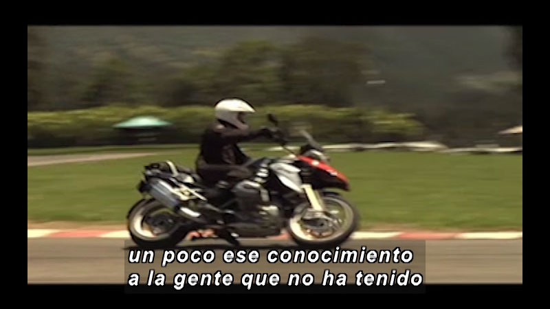 Still image from Science And Technology – Motorcycle Technology (Spanish)