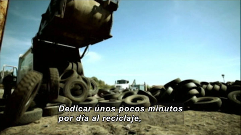 Still image from Everything Changes: Tires (Spanish)