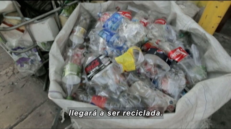 Still image from Everything Changes: Urban Waste And Residue Collectors (Spanish)