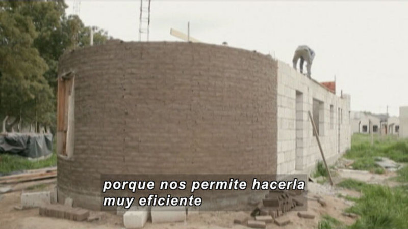 Still image from Everything Changes: Housing (Spanish)