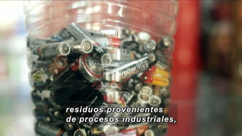 Still image from Everything Changes: Metals (Spanish)