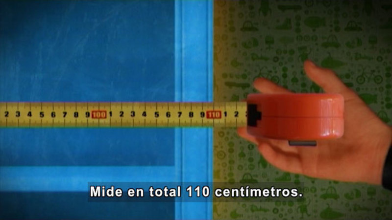 Still image from Through More Adventures: Measuring (Spanish)