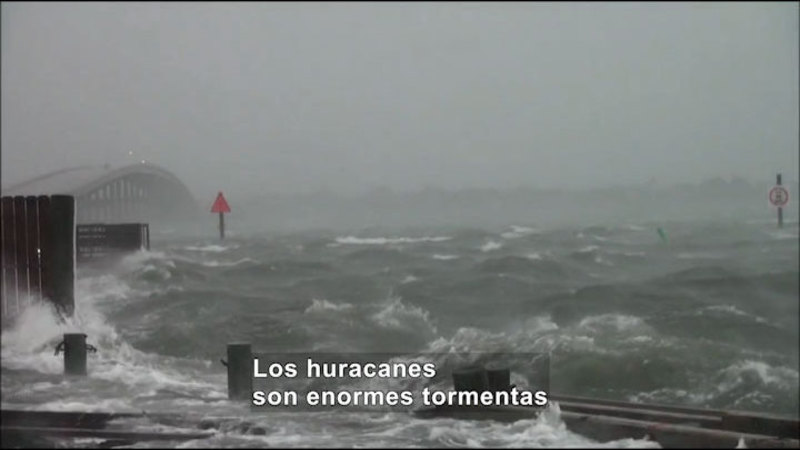 Still image from Science Video Vocab: Hurricane (Spanish)