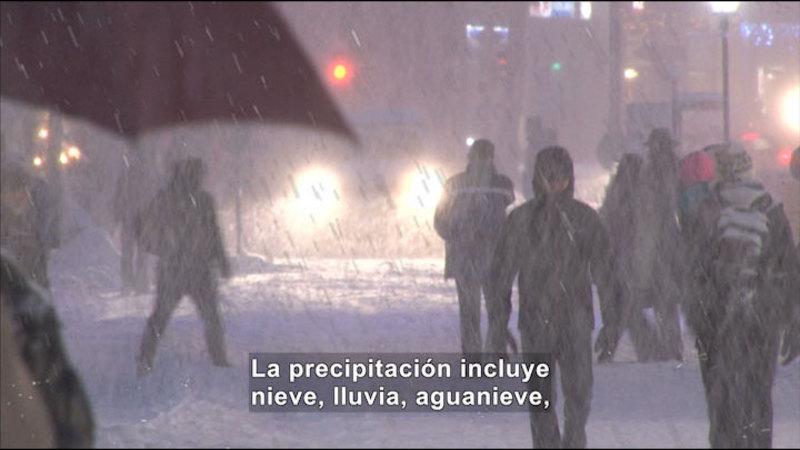 Still image from Science Video Vocab: Precipitation (Spanish)