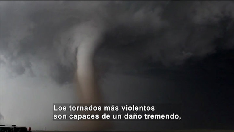 Still image from Science Video Vocab: Tornado (Spanish)