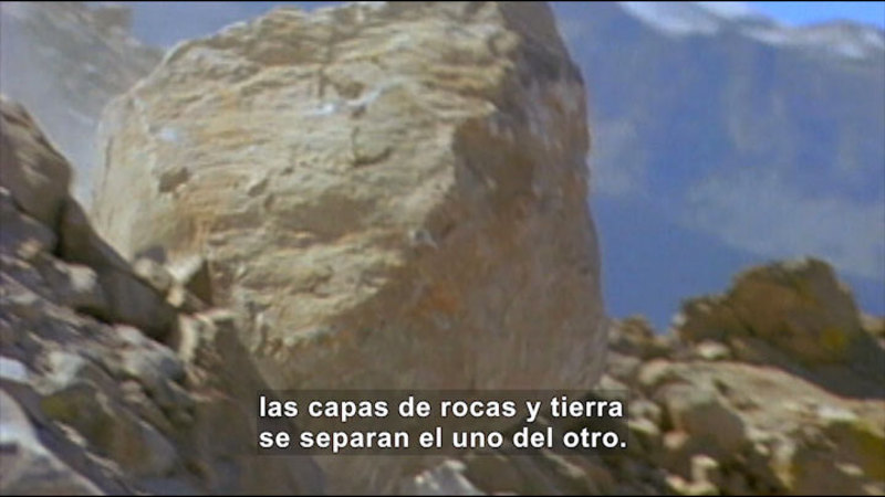 Large rock rolling downhill. Spanish captions.